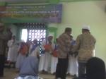 penyerahan sertifikat oleh ust. Aziz